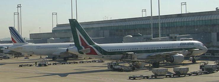 Alitalia uçağı apronda