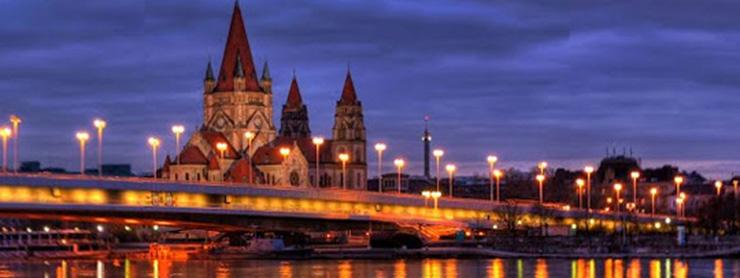 Viyana günbatımında şehir manzarası